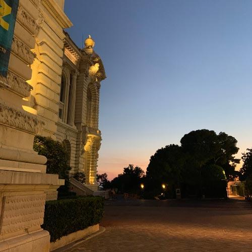 Façade du Palais Princier à Monaco-ville de nuit